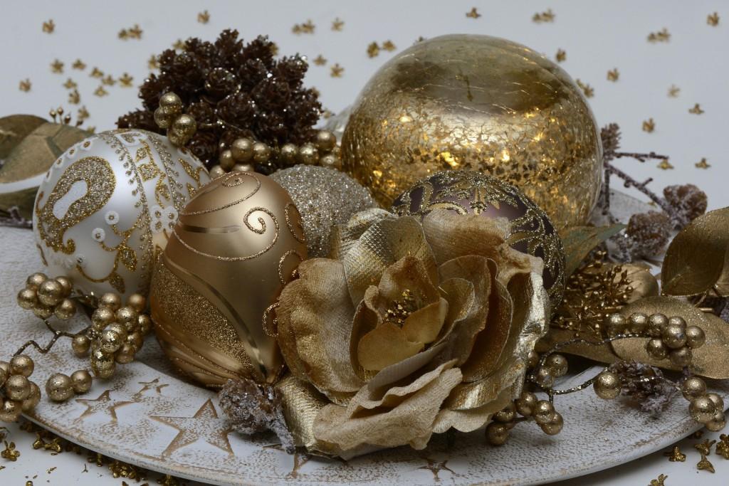 christmas-balls-1905133_1920